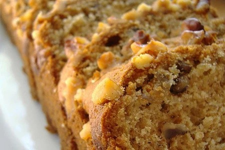 Banana Nut Bread by Vapoureyes